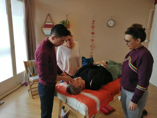 Etudiants en formation avec Thanh-Phong NGUYEN en acupuncture du visage lifting